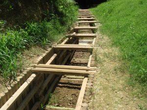 間伐材二重井桁枠工 八角材使用水路工